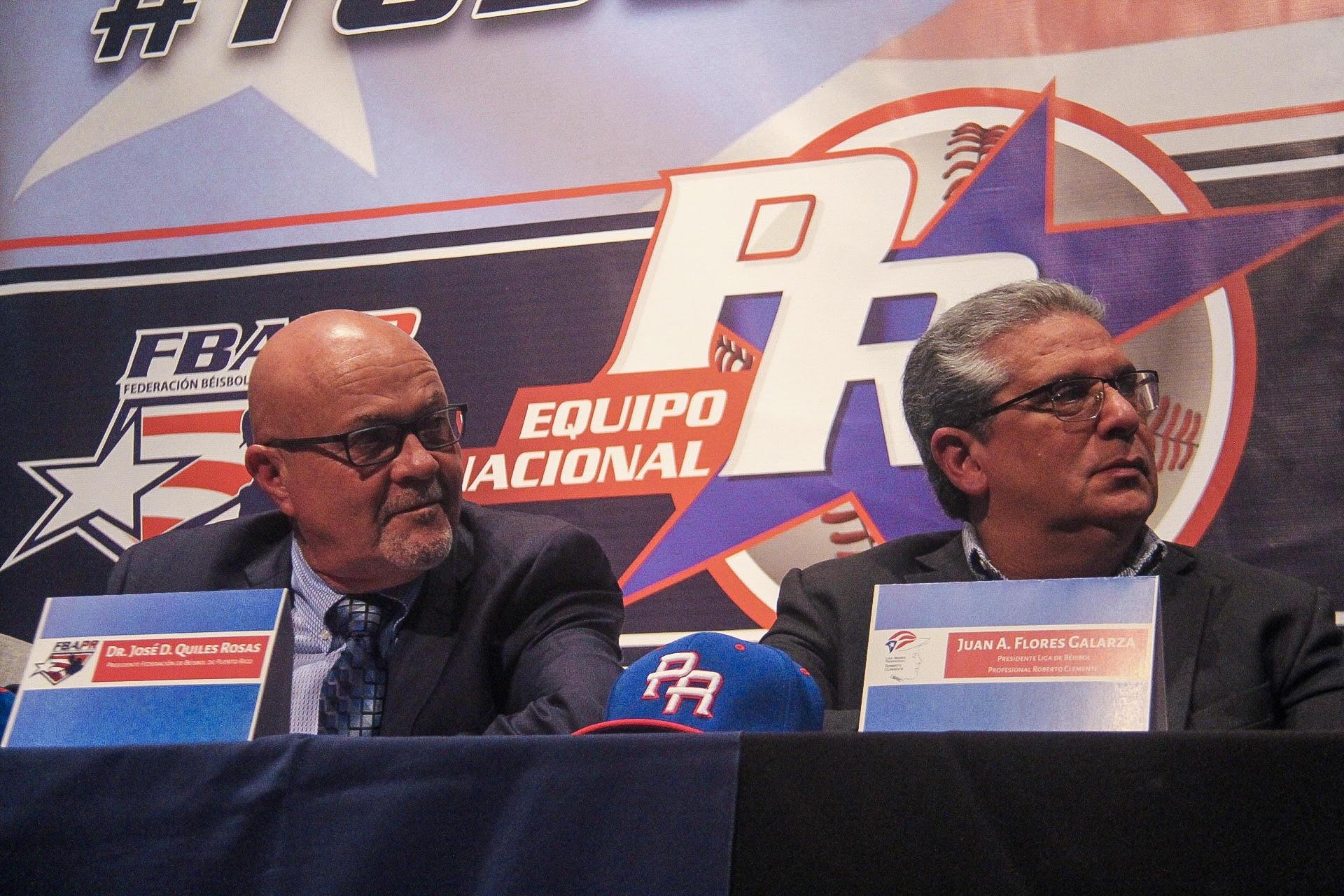 Juan A. Flores Galarza, presidente LBPRC junto a José Quiles, presidente Federación de Béisbol (Israel Rivera)