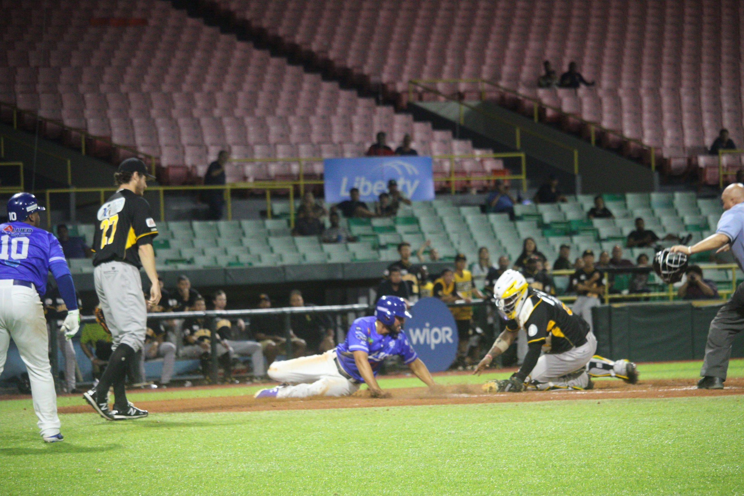 Reymond Fuentes anota carrera de la victoria